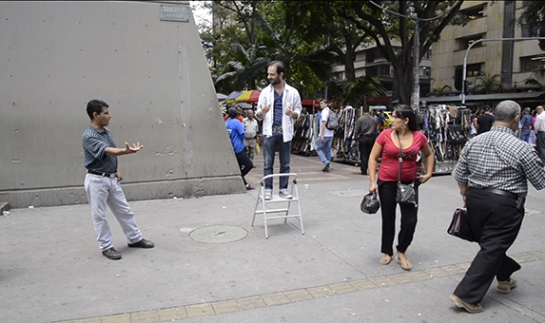 Parlamentos, 2013. Acción en espacio público. Cortesía del artista.